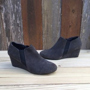 VIONIC Elevated Stanton Suede Wedge Booties Sz 10
